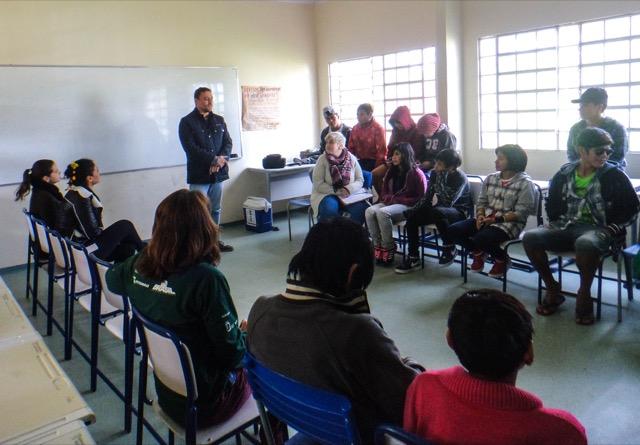 Atividades de educação ambiental e em saúde na Escola de Anhetenguá