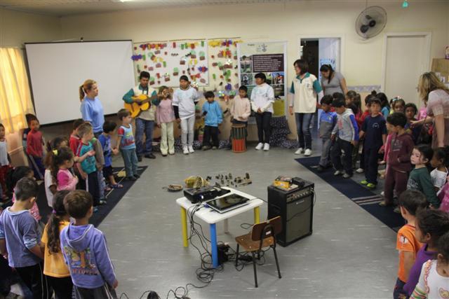 Aldeia Itapoty visita escola de Cachoeirinha