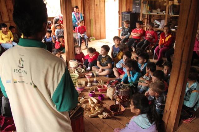 Sabedoria Guarani é compartilhada com visitantes em duas aldeias